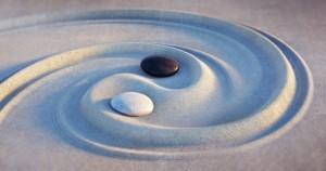 Yin Yang Motiv - Steine im Sand 2